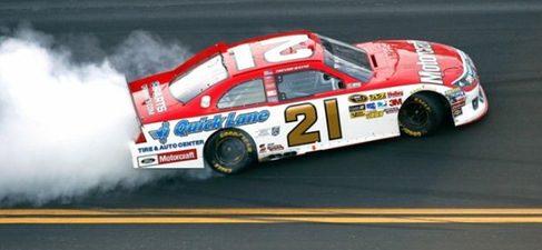 Trevor Bayne gana la mítica Daytona 500 de la NASCAR con récord