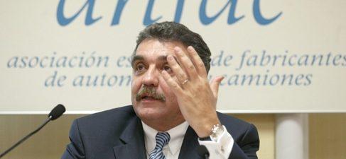 El presidente de ANFAC arremete contra PP y CiU