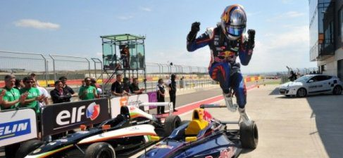 Nuevo podio para Carlos Sainz Jr. que le coloca líder del campeonato