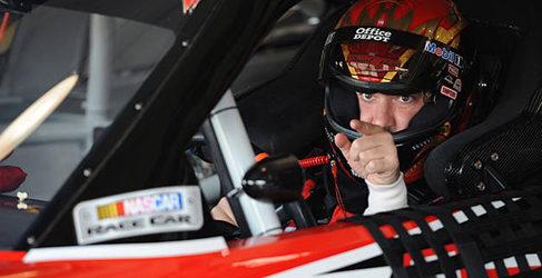 Tony Stewart gana la carrera de Martinsville en el último suspiro