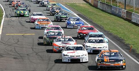 Javier Villa competirá esta temporada en la NASCAR europea