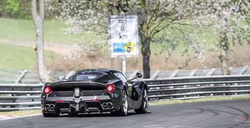 Fotos y vídeo del misterioso prototipo LaFerrari cazado en Nürburgring