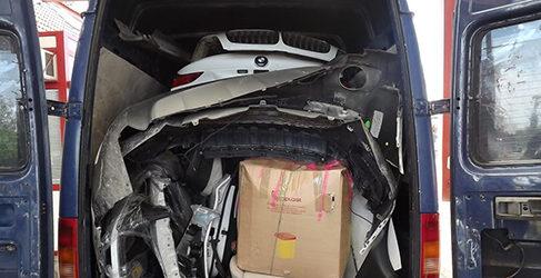 Aparece un BMW X6 robado dentro de una furgoneta