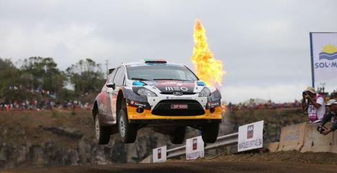 Caótico Rally de Azores con Bernardo Sousa al frente