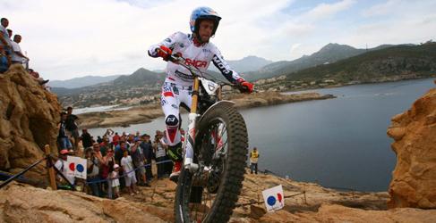Adam Raga gana en Córcega y es líder del Mundial de Trial