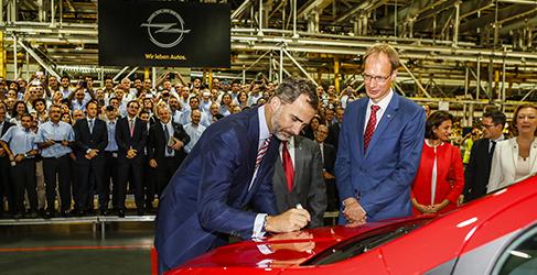S.M. el Rey Felipe VI disfruta del Opel Mokka
