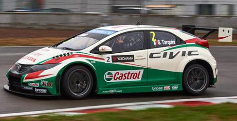 Tiago Monteiro sigue liderando en los primeros libres