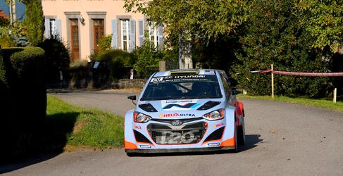 Jari-Matti Latvala sigue cimentando la victoria en el Rally de Francia