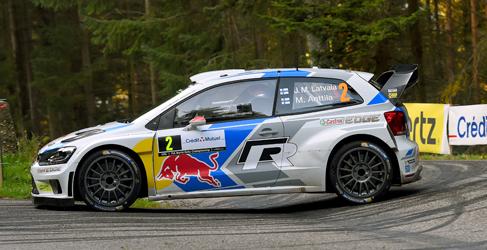 Jari-Matti Latvala gana el Rally de Francia y mantiene vivo el WRC