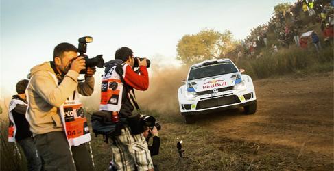 Sebastien Ogier se queda solo en la tierra del Rally RACC