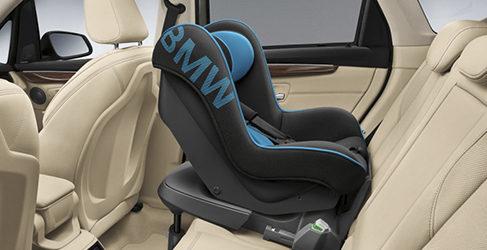 Sillas infantiles de regalo en el BMW Serie 2 Active Tourer