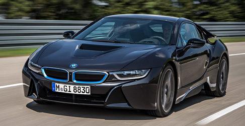 Un BMW M1 enfrentado en pista al nuevo BMW i8