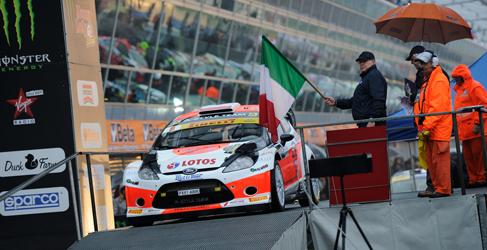 Kubica se impone a Rossi en el Monza Rally Show 2014