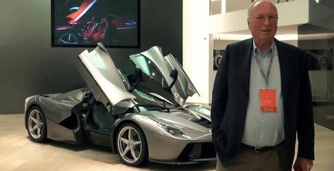 Entrega en Maranello de un llamativo Ferrari LaFerrari gris
