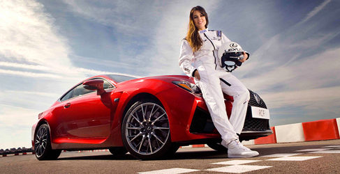 Adriana Ugarte disfruta del deportivo Lexus RC F