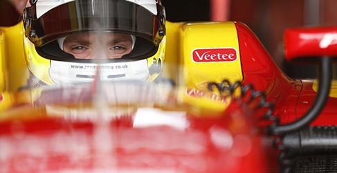 Jordan King obtiene el mejor tiempo en Bahrein
