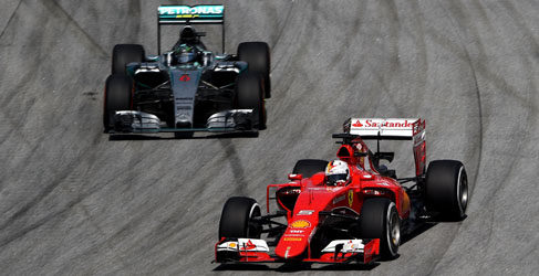Valentino Rossi gana a Ferrari, en Italia y en España