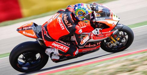 Chaz Davies y Ducati ganan la segunda manga en MotorLand