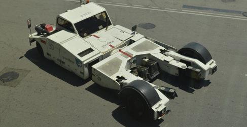 Los vehículos del aeropuerto: Tractor