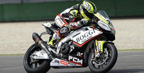 Toni Elías se sube en la moto de Karel Abraham en Indy