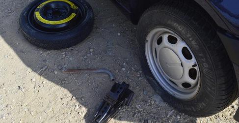 ¿Sabes como colocar la rueda de repuesto?