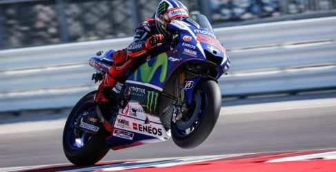 Marc Márquez gana, Rossi aguanta y Lorenzo al suelo