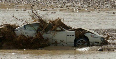 Maserati Quattroporte abandonado en río de Israel