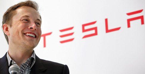 Elon Musk bromea sobre el coche eléctrico de Apple