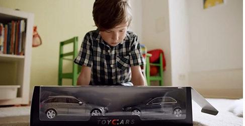Mercedes-Benz estropea el juego a los pequeños de casa