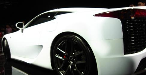 Lamborghini pillada testando un Lexus LFA