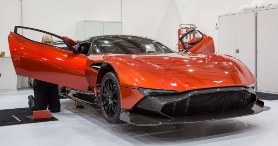 Black Friday: El único Aston Martin Vulcan de los Estados Unidos