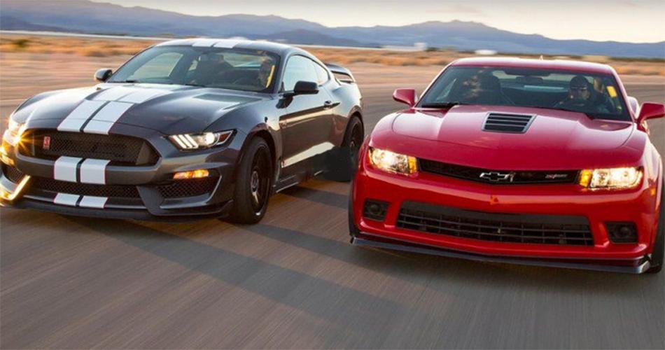 "Ford Mustang GT350R vs.  Chevrolet Camaro Z/28, guerra de ""Muscle cars"""