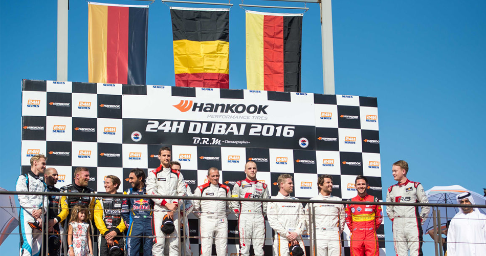 Ceremonia y entrega de premios en el podio de las 24 horas de Dubai.