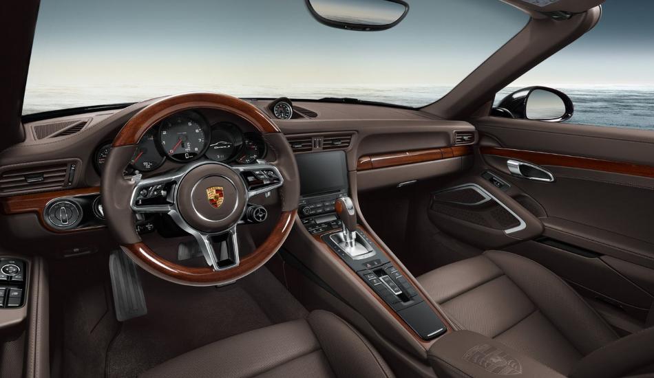 Porsche Exclusive presenta un paquete de madera para el 911 Carrera S