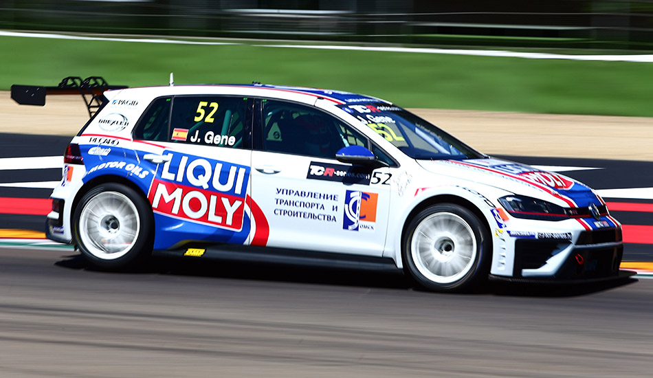 Stefano Comini se impone en la primera carrera en Imola