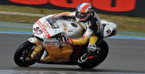 La lluvia entrega la victoria en la primera carrera a Sylvain Guintoli