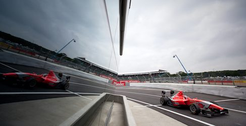 Mitch Evans tira de galones y se lleva la pole de GP3 en Silverstone