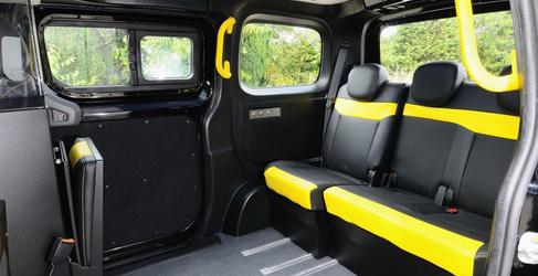 Nissan se hace cargo de los nuevos taxis londinenses con el NV200