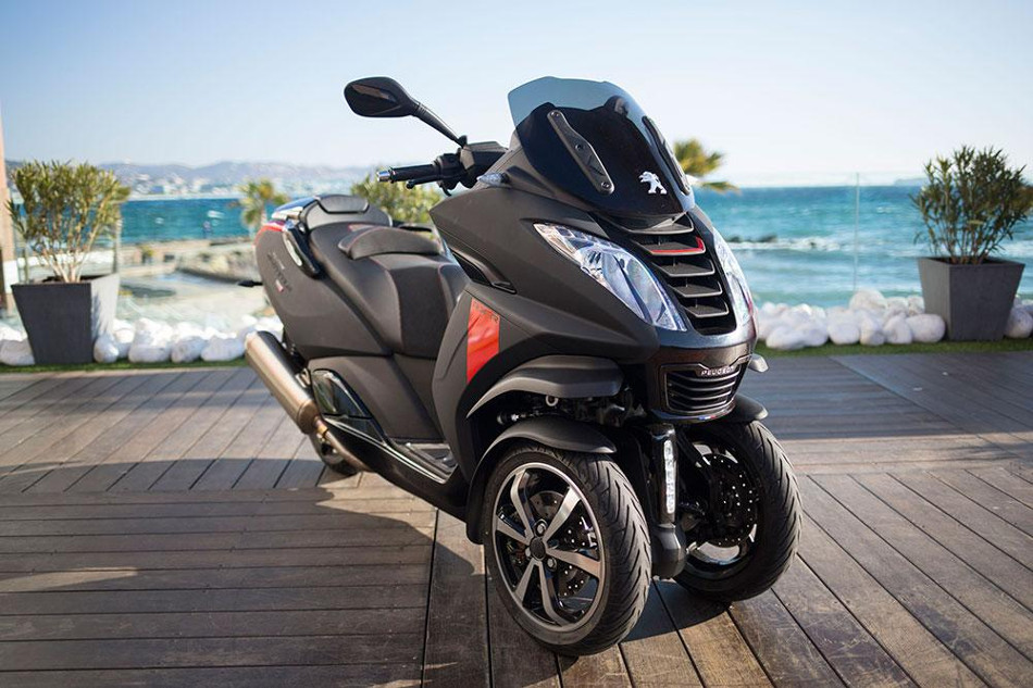 Descubre la nueva Scooter Metropolis RX-R de Peugeot