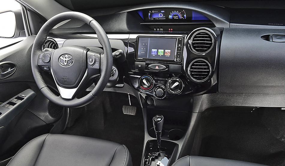 Toyota presenta el renovado Etios 2017