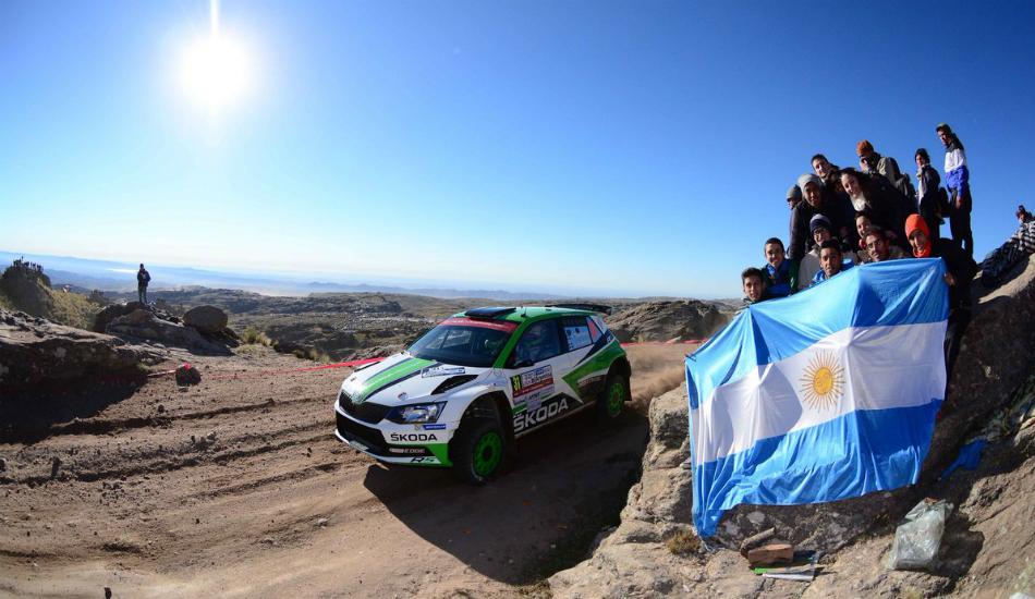 Neuville 'le roba' a Evans su primer triunfo en el WRC en un final de infarto