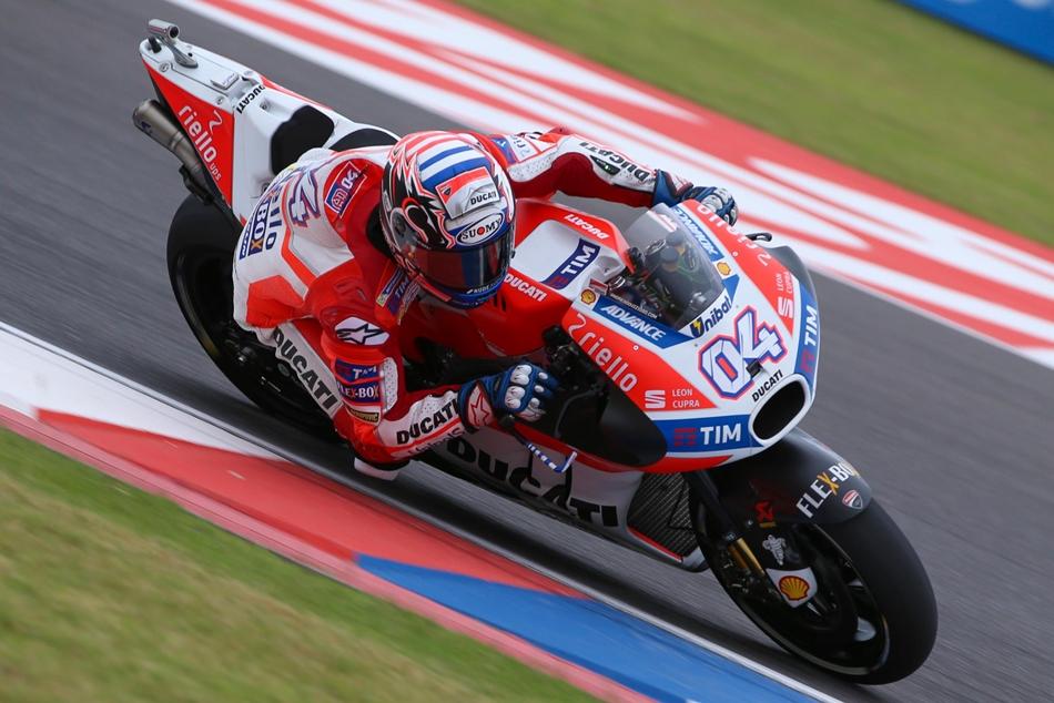 MotoGP: Lluvia y tiempos ajustados
