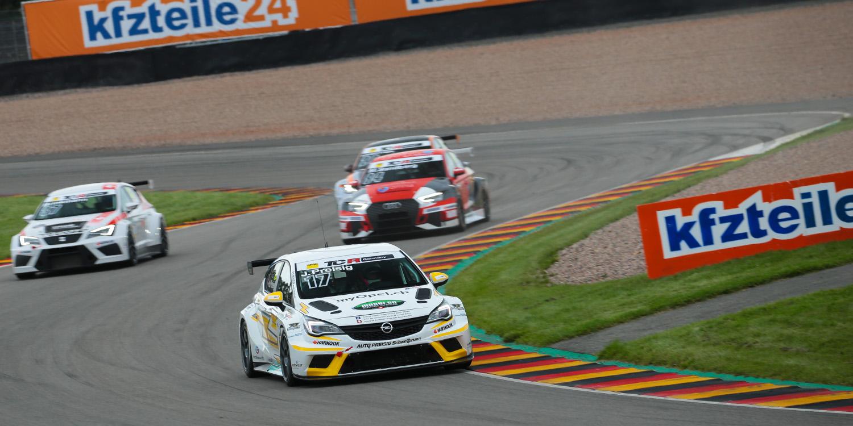 Harald Proczyk cambia el SEAT León por el Opel Astra para Hockenheim