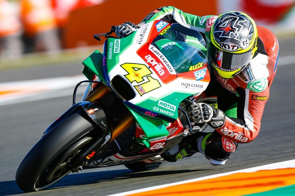 Jorge Lorenzo lidera el último viernes de la temporada