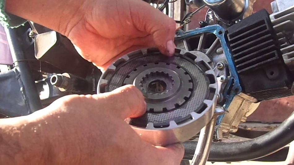 Cuándo y cómo cambiar el embrague de su motocicleta