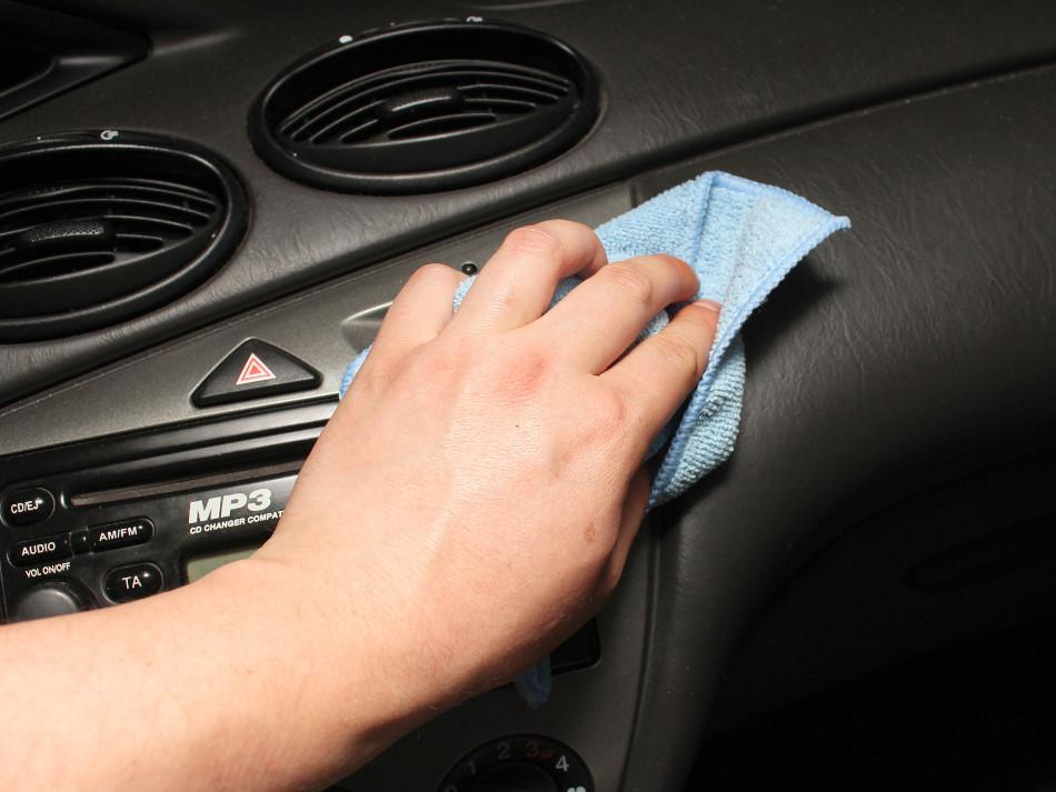 Como limpiar la tapicer a de nuestro coche motor y racing - Quitar manchas de grasa de coche ...