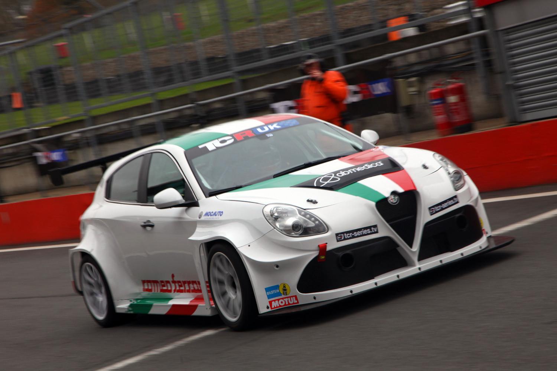 Michela Cerruti valora positivamente el día de pruebas en Brands Hatch