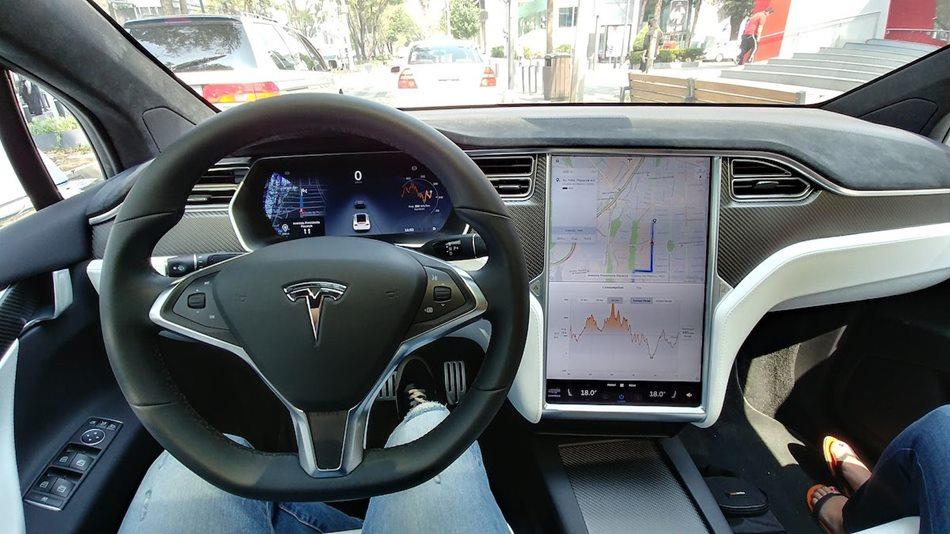 Tesla planea introducir inteligencia artificial en sus coches