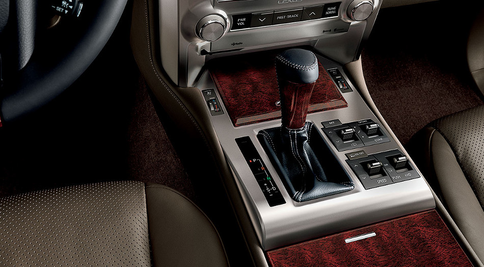 Lexus GX 460 2018, un robusto SUV