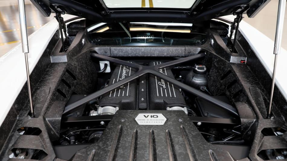 El Papa subasta el papamóvil más rápido de la historia, el Lamborghini Huracán